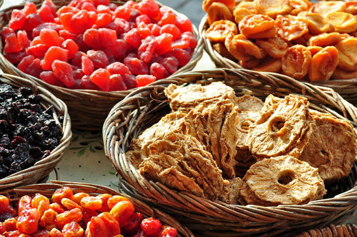 Getrocknete Erdbeeren, Ananas, Baumtomaten, Pfirsiche
