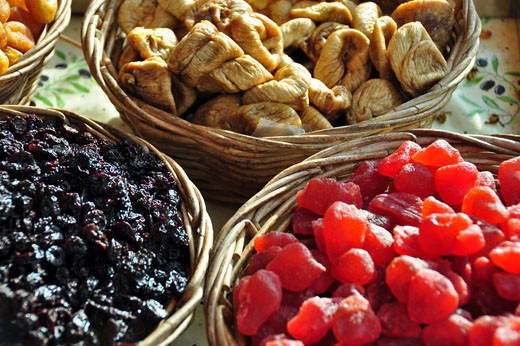 Getrocknete Sauerkirschen, Feigen, Erdbeeren