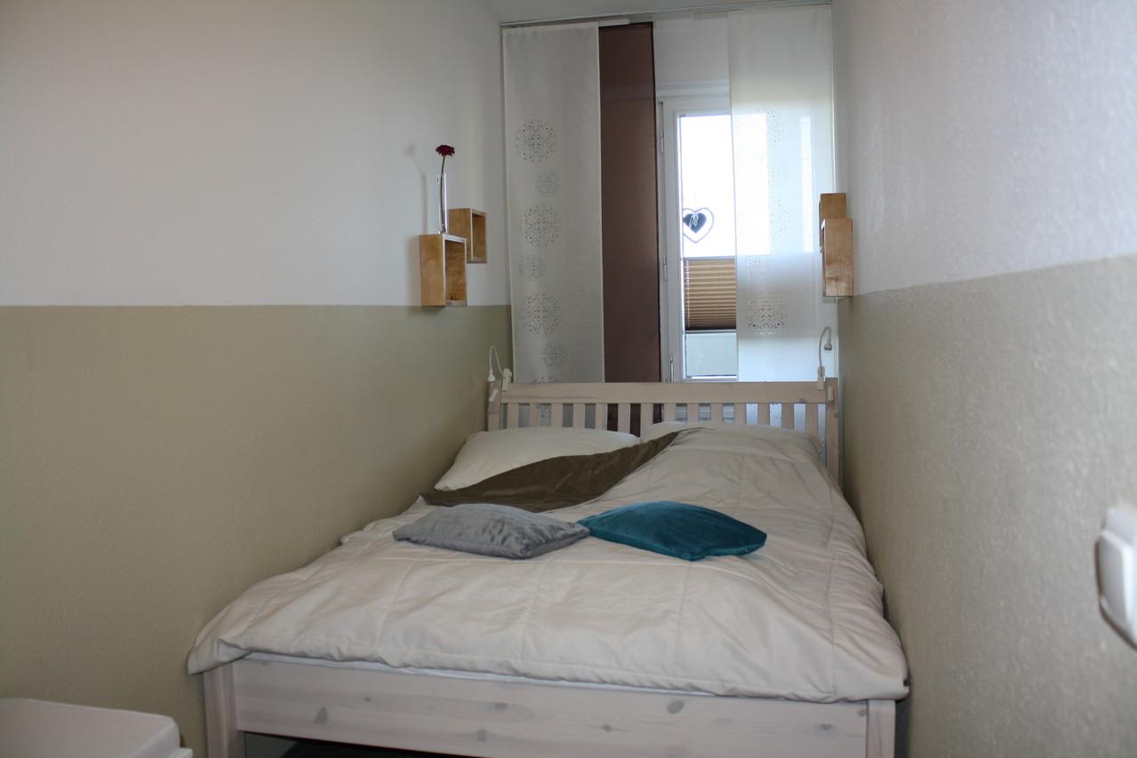 Schlafzimmer mit Bett 140x200m
