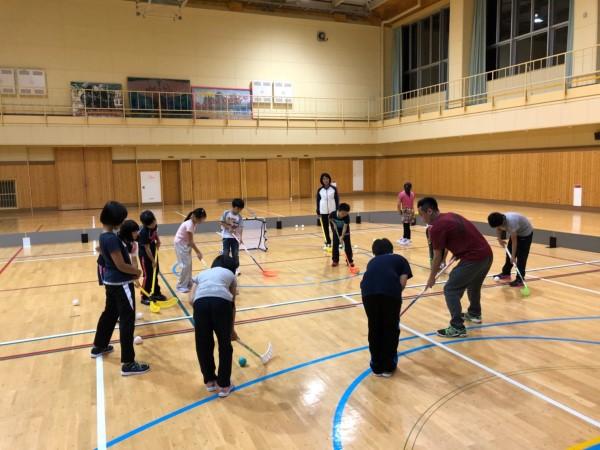 20180927丸瀬布子供スポーツ塾フロアボール