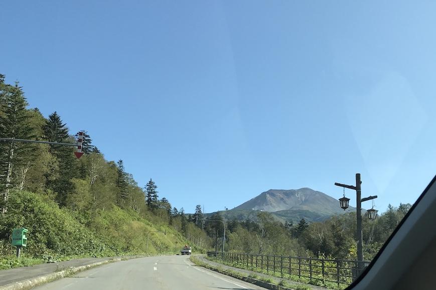 旭岳に向かう道