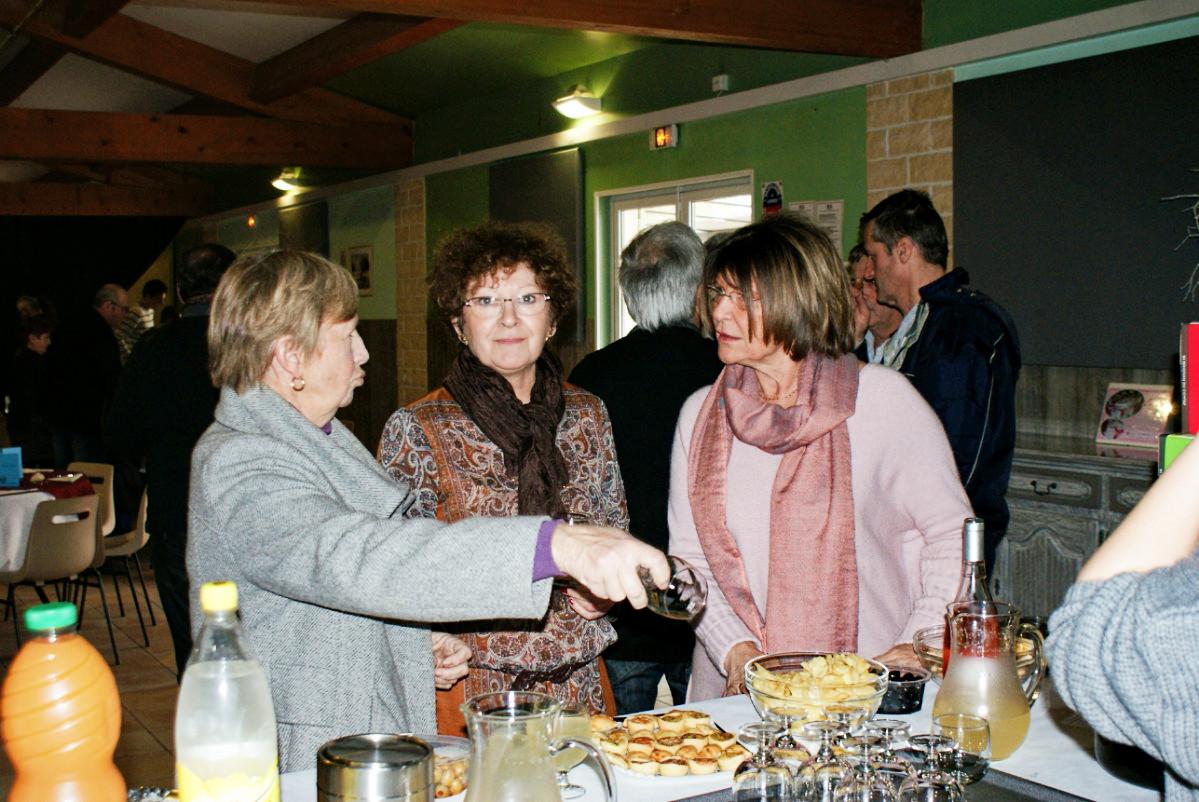 Marie-Jo, Françoise, et Josette pendant l'apéritif.