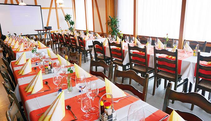 Unterteilbarer Saal mit Platz für 20 bis 60 Personen