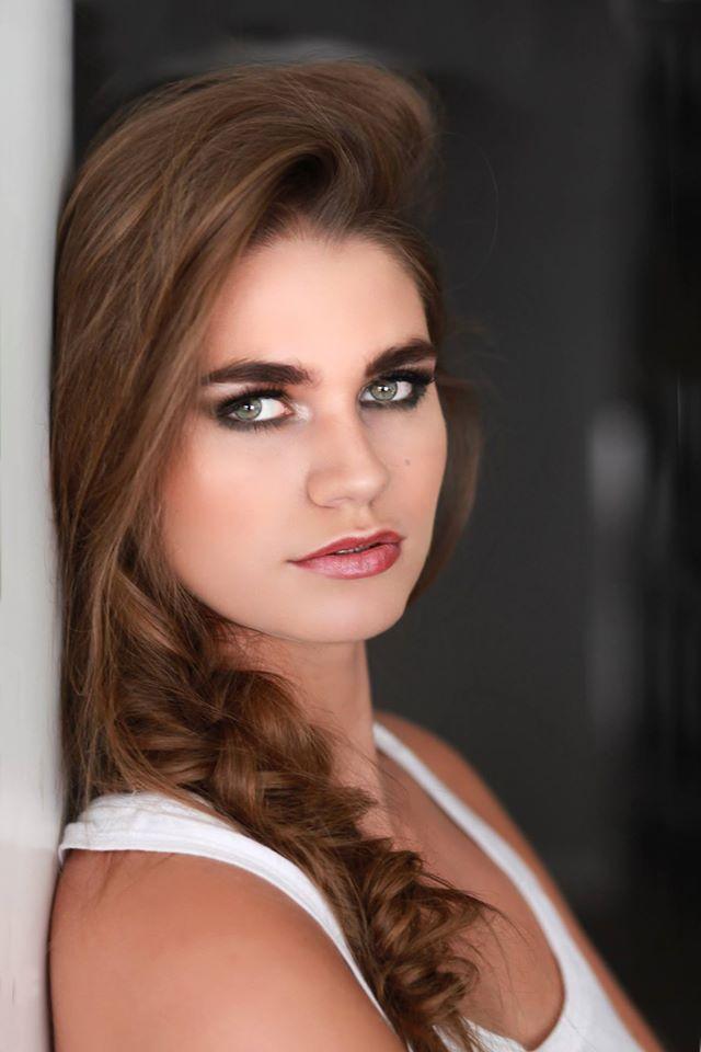 Fotograaf: Ton van Liempd- Model: Ashley Theunissen- Make-up & hair: Jacqueline Huijssoon