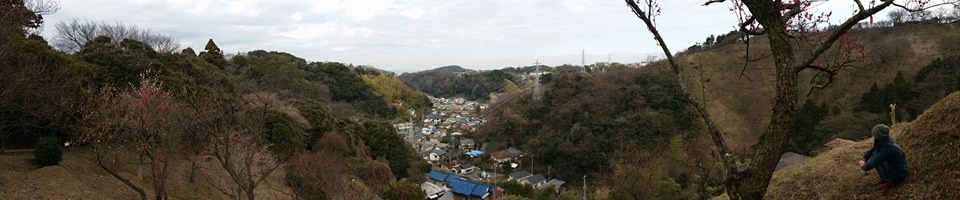 Another thing I love about the Miura Peninsula 三浦半島 is the way small towns are nestled in between the mountain ridges.