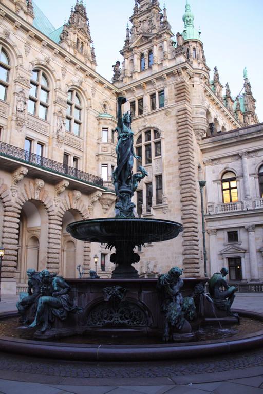 Der schöne Innenhof des Hamburger Rathauses