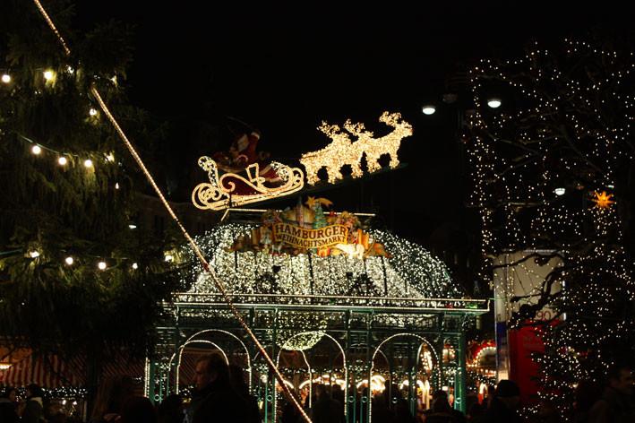 Der Hamburger Weihnachtsmarkt lockt Gäste aus aller Welt