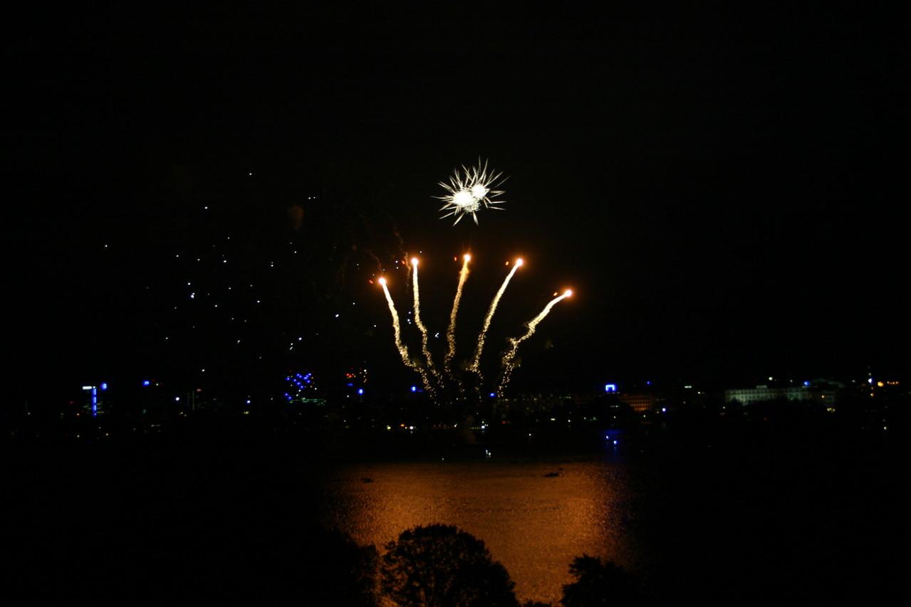 Feuerwerk über Hamburgs Hafen