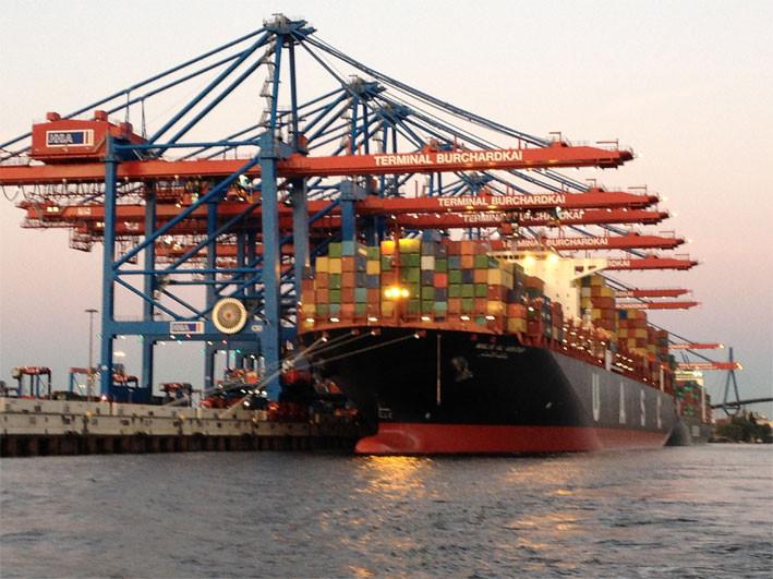 Am Abend durch Hamburgs Containerhafen