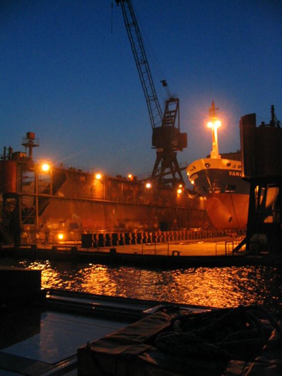 Entdecken Sie den besonderen Zauber einer abendlichen Hafen-Rundfahrt