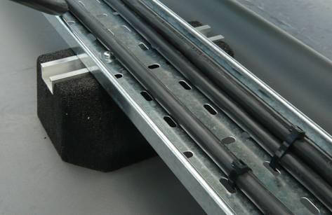 Trassenfuß für Rohrleitungen oder Kabeltrassen
