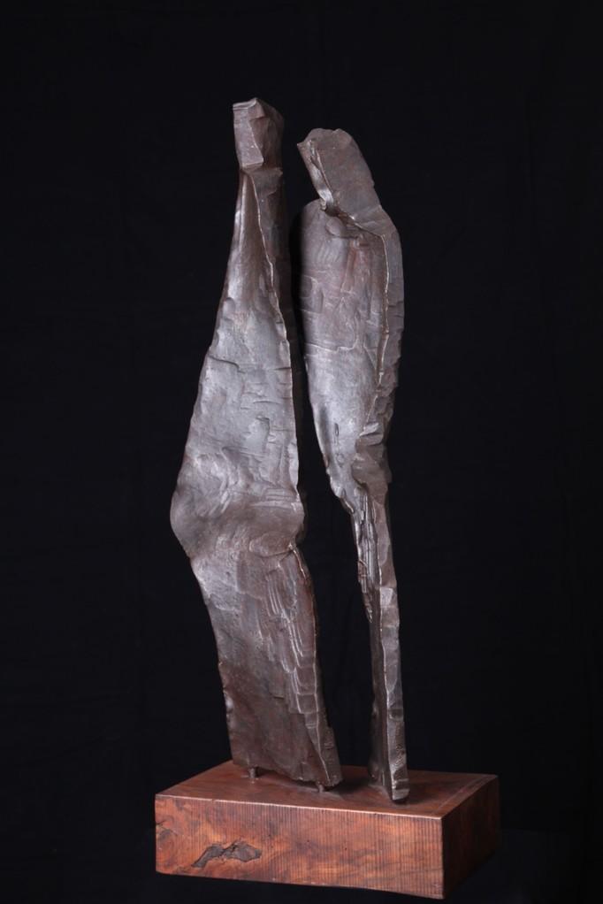 """""""Paar"""", Eisen geschmiedet mit Holzsockel, Höhe 102 cm mit Sockel"""