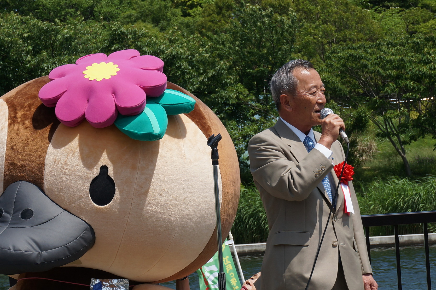 山崎江東区長とことみちゃんもかけつけました。