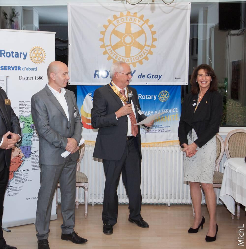 L'intronisation de Denis Jeanrot (à gauche), en présence de Claude Bolot et de Michèle Schultz.