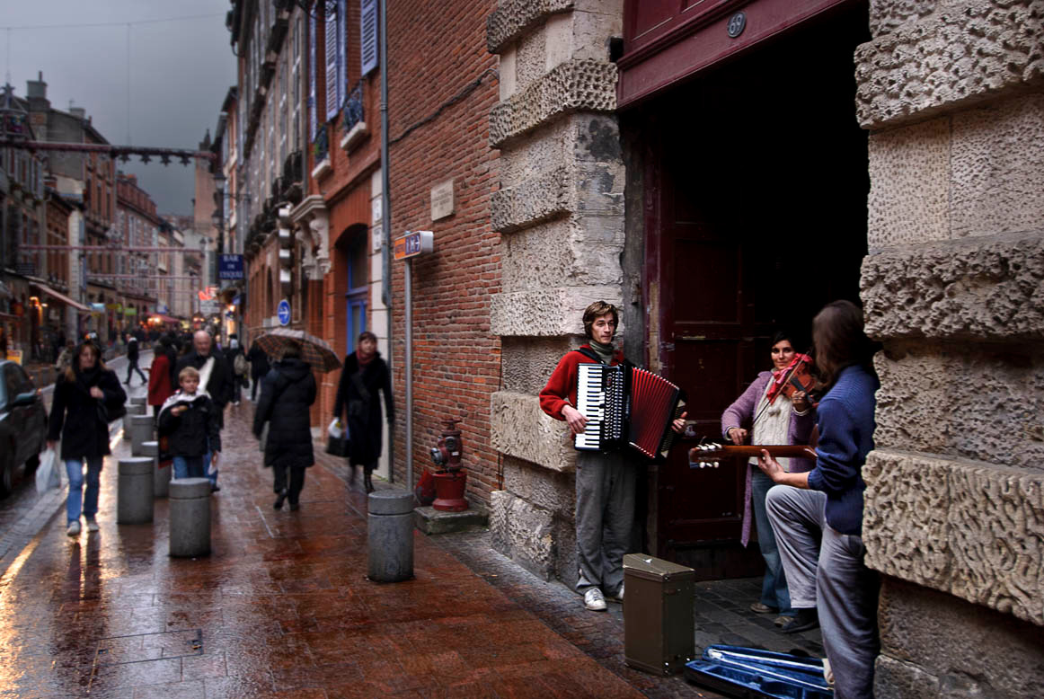 Music in the rain (Toulouse, France)