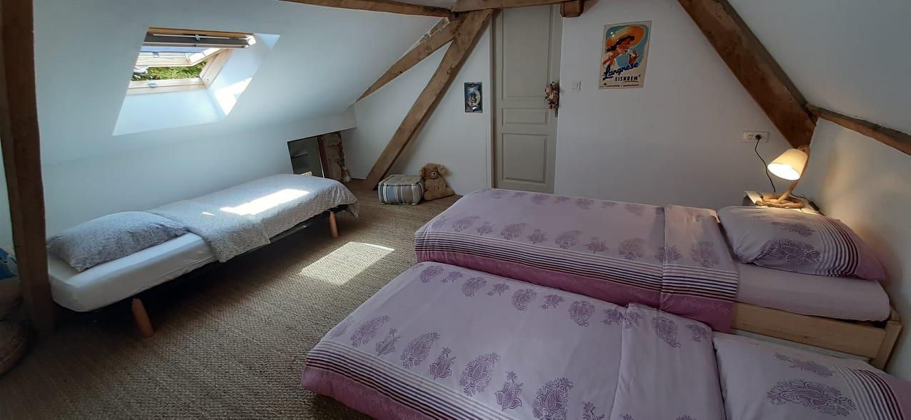 La chambre Marguerite revêtue d'un nouveau jonc de mer