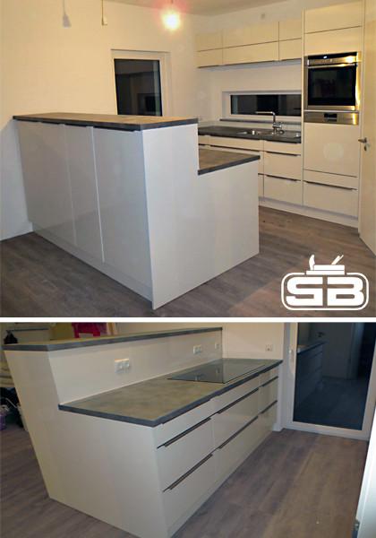 Küche mit integrierter Theke als Raumteiler