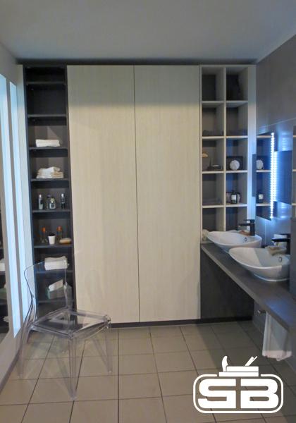 integrierter Badschrank mit viel Stauraum