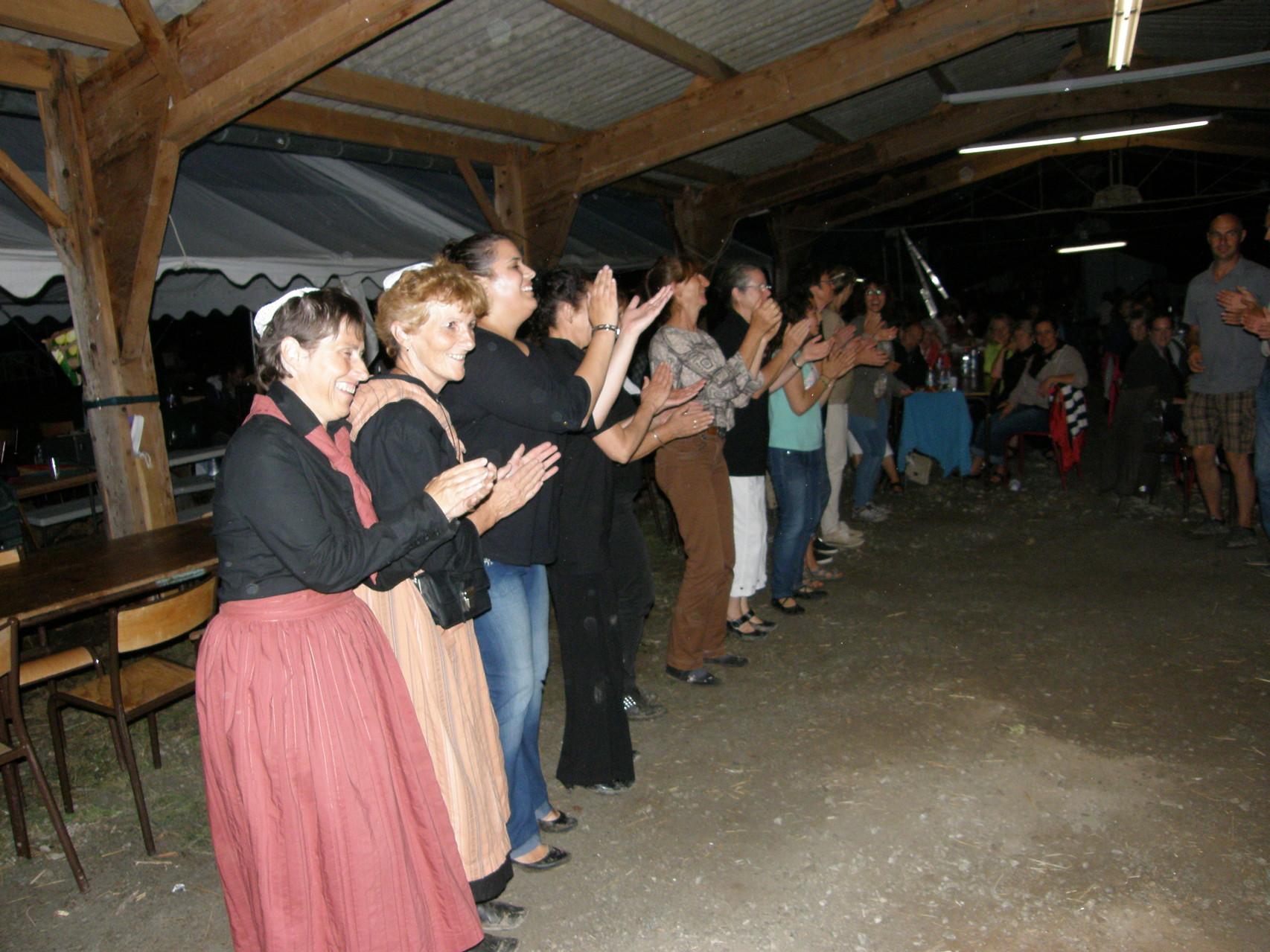 Les Corrèziens nous apprennent leurs danses régionales