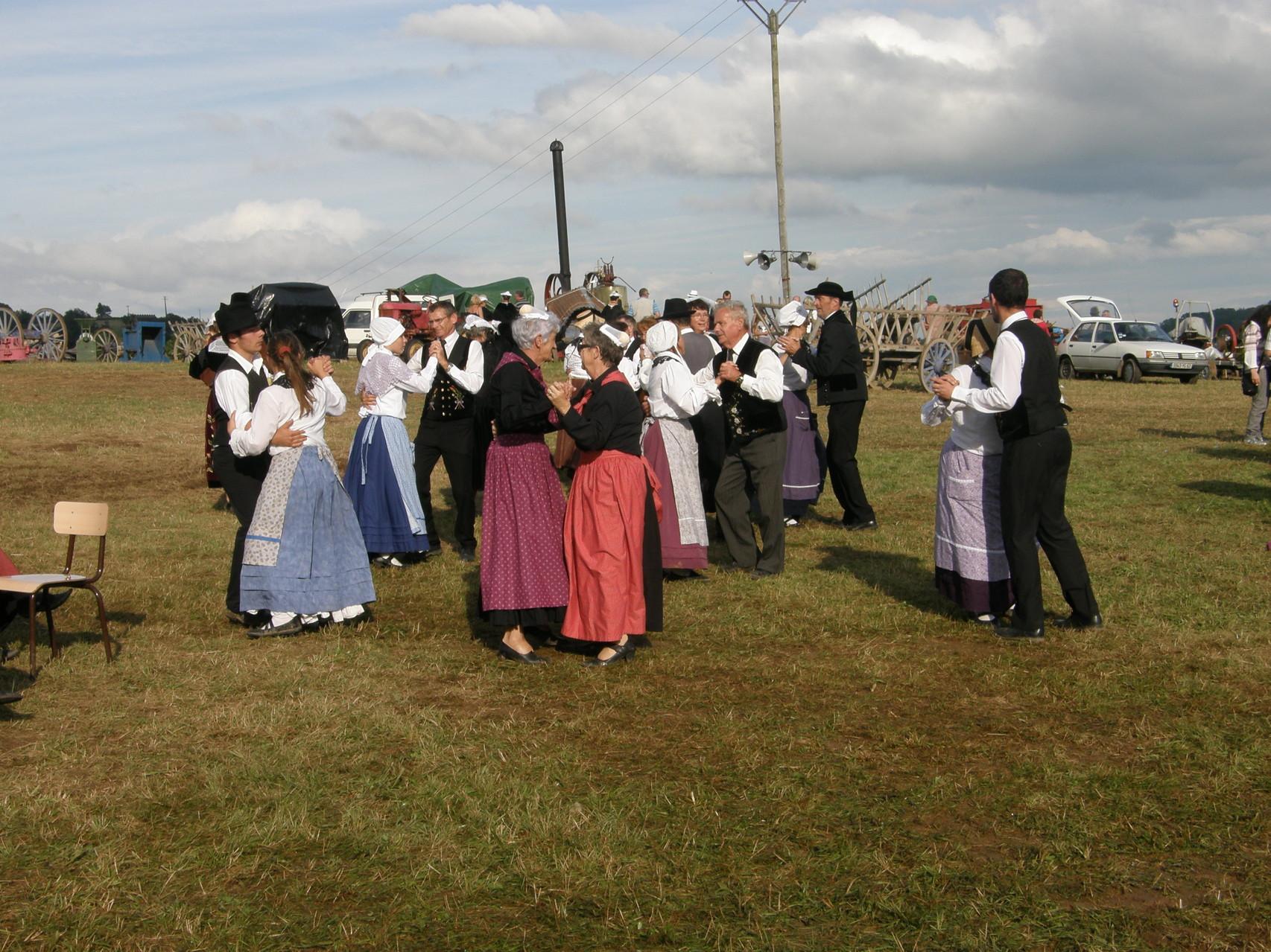 Nous apprenons au Corrèziens les danses Bretonnes