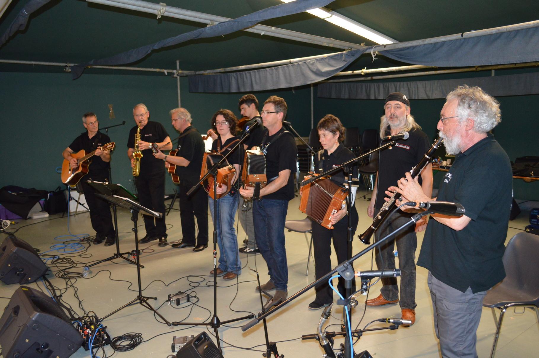 Le final, tous les musiciens réunis avec le groupe Tal er mor