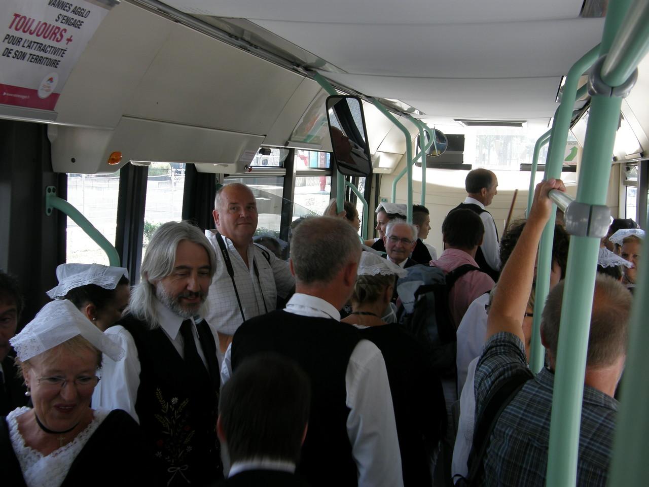 Un bus plein de coiffes