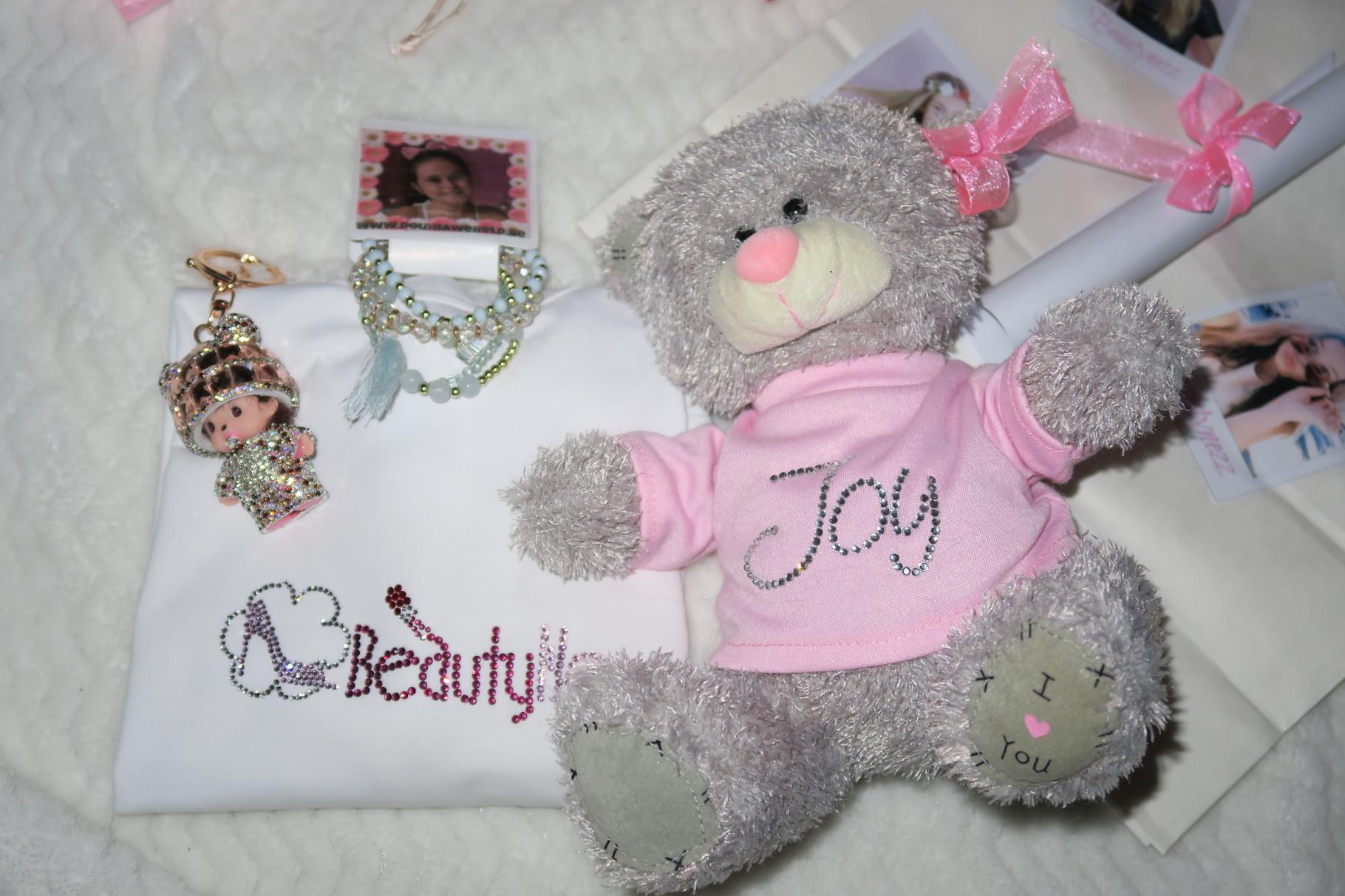 Deze cadeautjes maakte en kocht ik voor Joy ( in mijn video zie je hoe ik ze maakte )