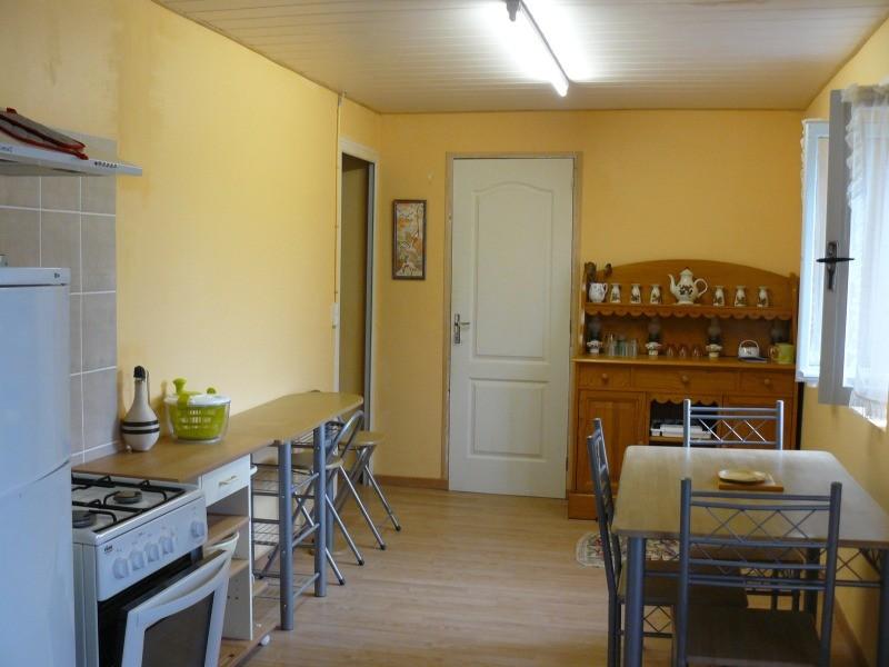 cuisine, à gauche--> salon