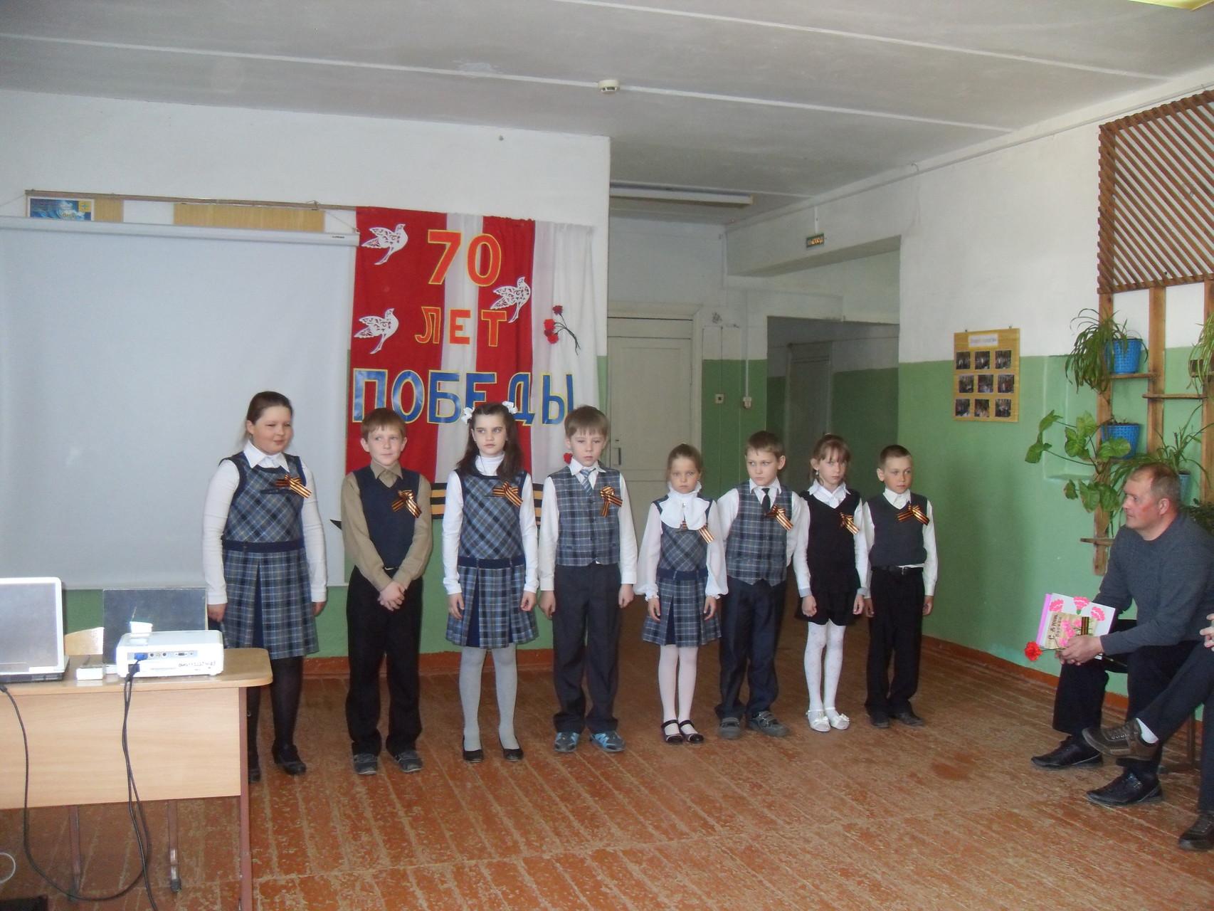 """Ученики 3 класса исполняют песню """"9 Мая"""""""