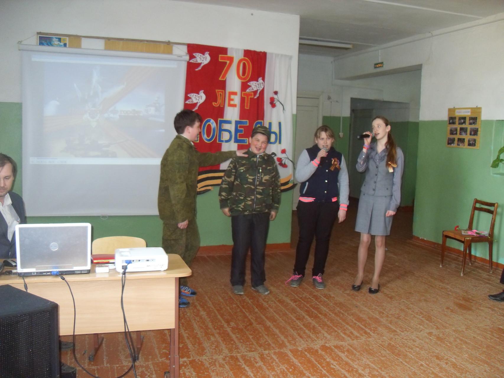 """Ученики 7 класса показали инсценировку песни """" У солдата выходной"""""""
