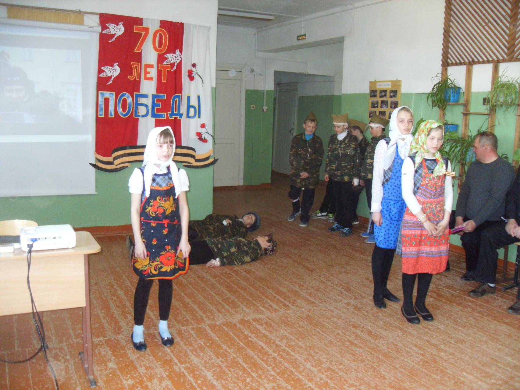 """Ученики 4 класса с инсценировкой песни """"У деревни Крюково..."""""""