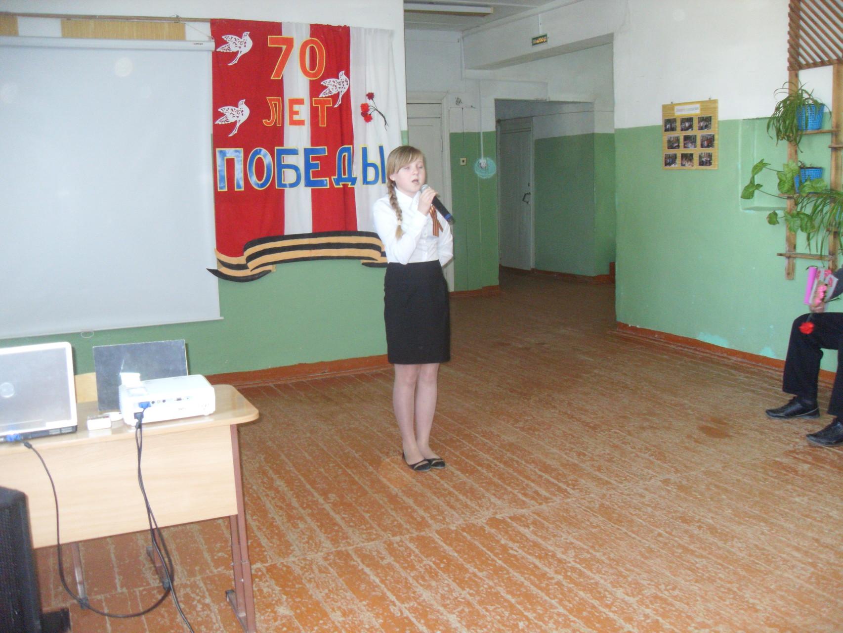 Ольга Карбышева читает стихотворение Юлии Друниной