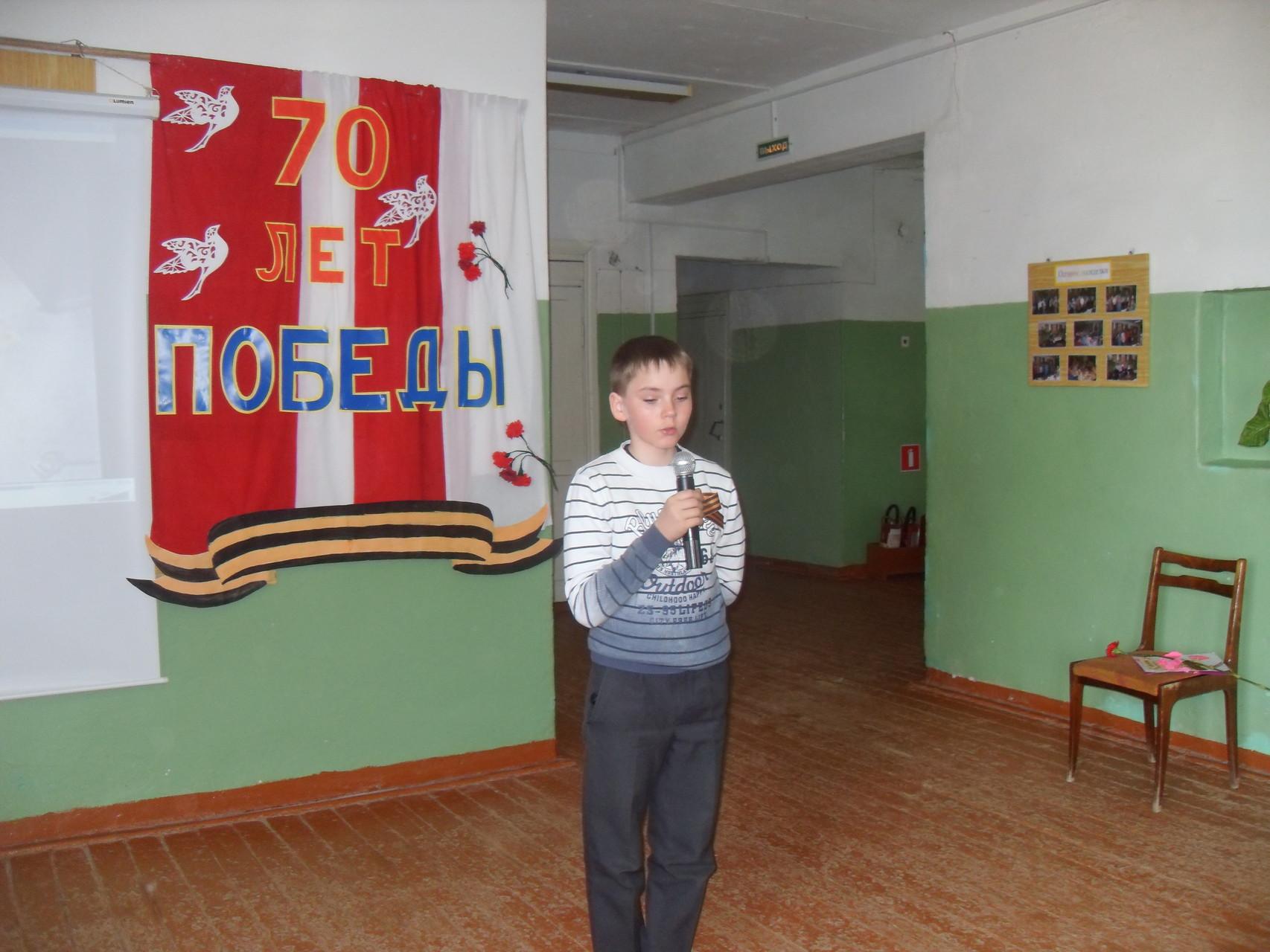 """Сергей Бобин читает стихотворение """"Шестнадцатилетним посвящается..."""""""