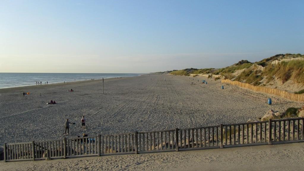 Strand bei Flut (Blick nach Fort-Mahon-Plage)