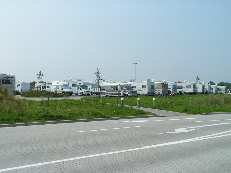 Einfahrtsbereich zum Parkplatz/Stellplatz