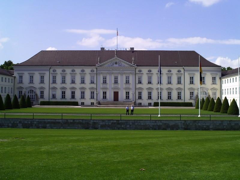 Schloss Bellevue im Berliner Ortsteil Tiergarten ist der erste Amtssitz des deutschen Bundespräsidenten