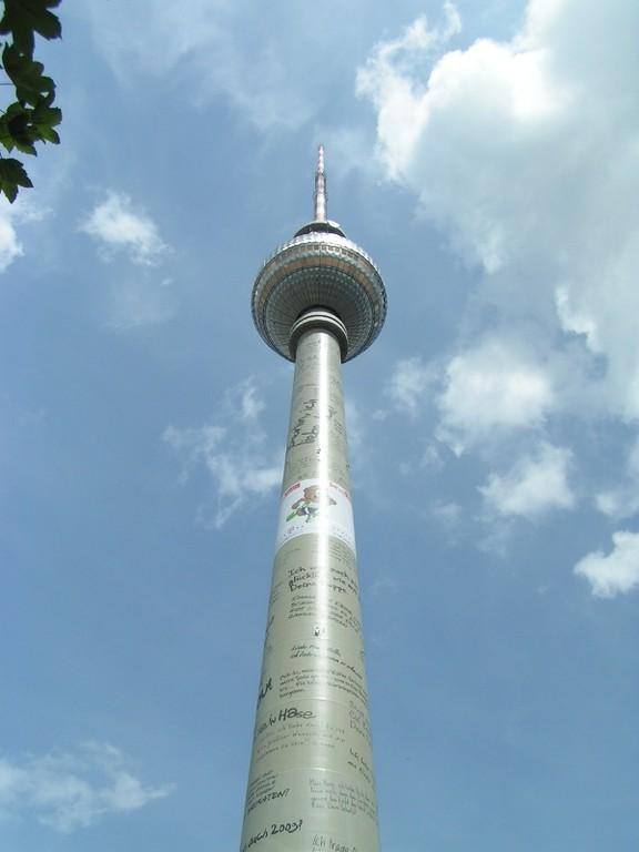 Der Berliner Fernsehturm ist mit 368 Metern das höchste Bauwerk Deutschlands und das vierthöchste nicht abgespannte Bauwerk Europas