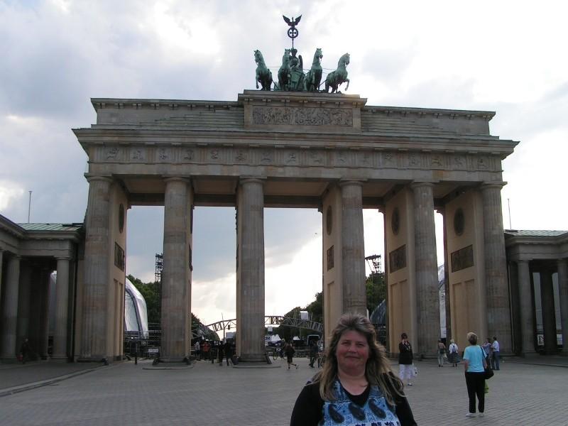 Das Brandenburger Tor am Pariser Platz. Das Brandenburger Tor markierte die Grenze zwischen Ost- und West-Berlin