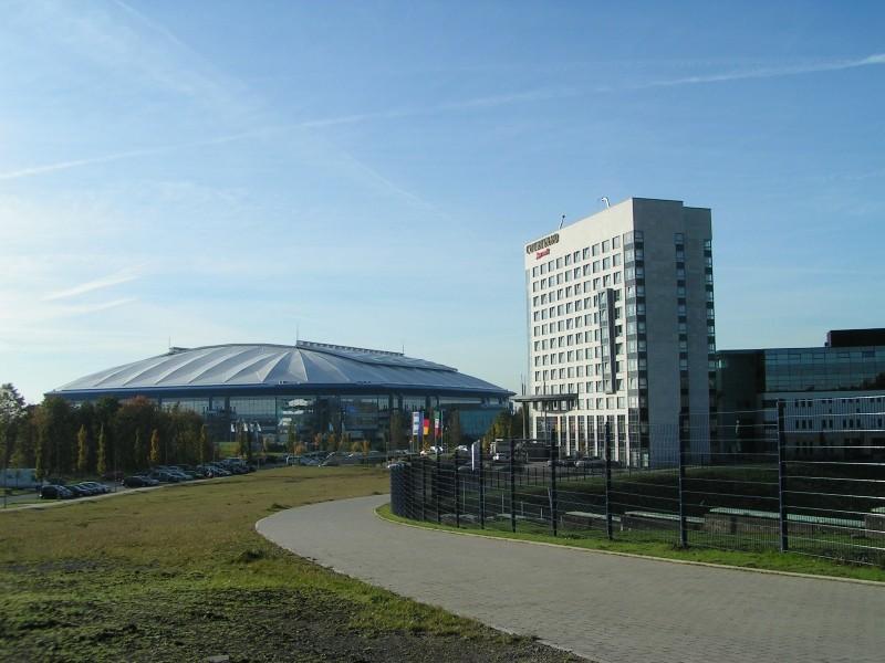 Die Veltins-Arena, Eröffnung am 13. August 2001, Kapazität national: 61.673 Plätze