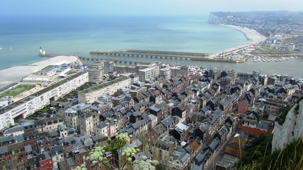 Blick auf Le Tréport, die Mündung der Bresle und Mers-les-Bains (im Hintergrund)