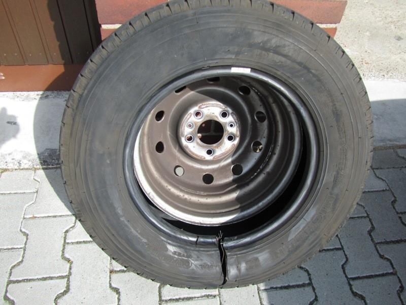 Reifen von innen (Drahtring) aufgerissen