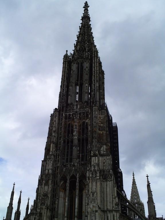 Das Ulmer Münster. Der 1890 vollendete 161,53 m hohe Turm ist der höchste Kirchturm der Welt.
