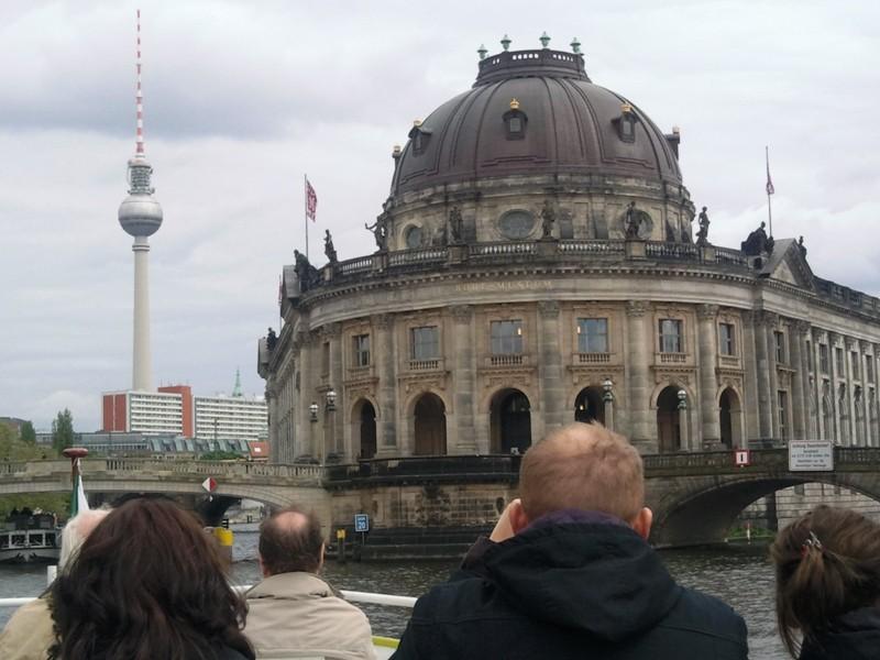 Berliner Funkturm und das Bode-Museum auf der Museumsinsel