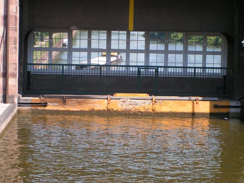 oben Mittellandkanal, unten Weser