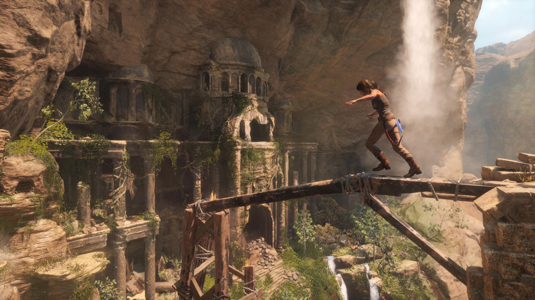 Rise of the Tomb Raider: Die junge Lady Croft besteigt einen sturmgepeitschten, vereisten Gipfel und erforscht zyklopische, subterrante Ruinen. Sieht so als, als würde die Serie hier wieder ihrem Namen gerecht werden.