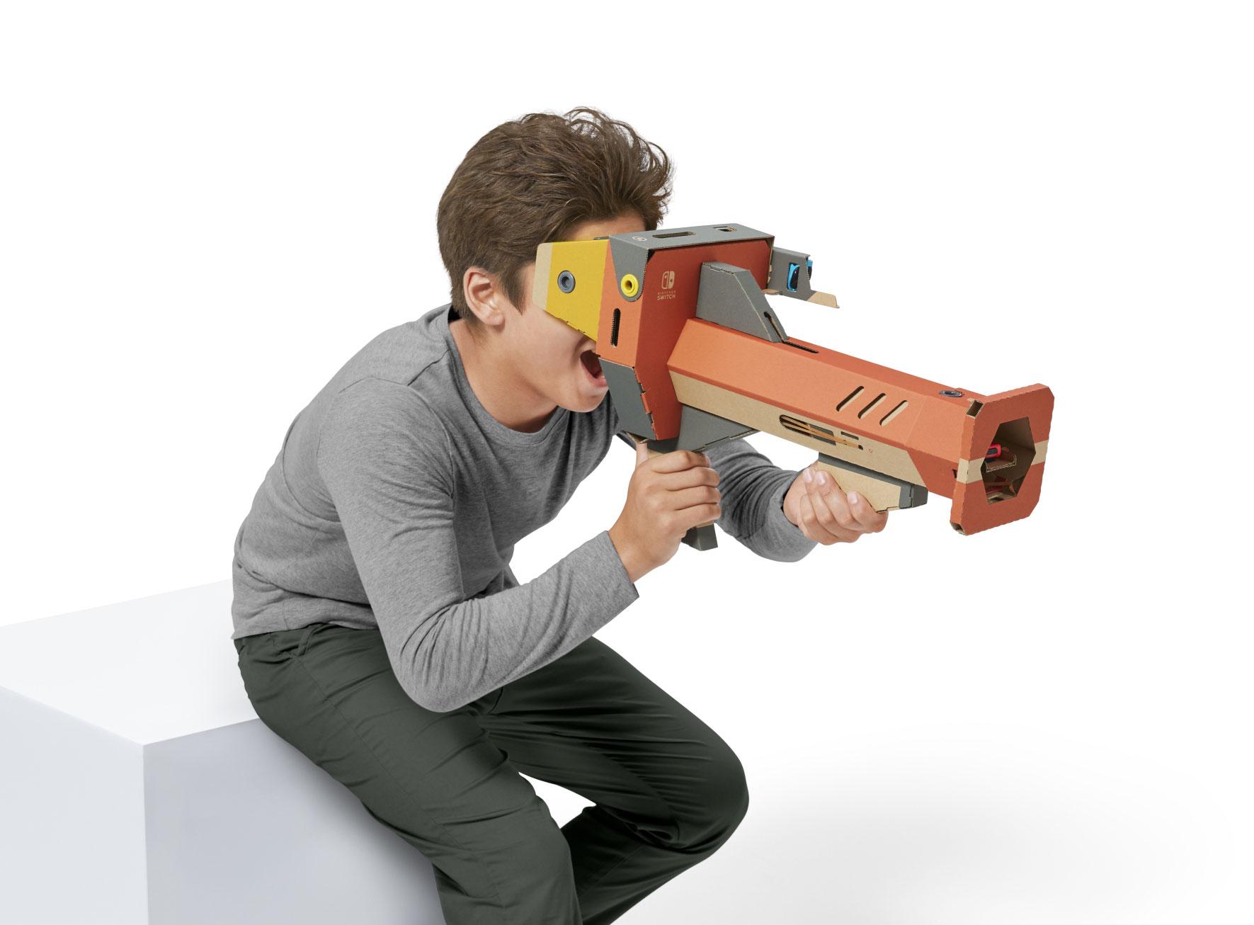 """Neben dem Cardboard-ähnlichen VR-Basis-Modell enthält das """"Toy Con 04""""-Set auch Headset-Bastelbögen wie diesen VR-Blaster."""