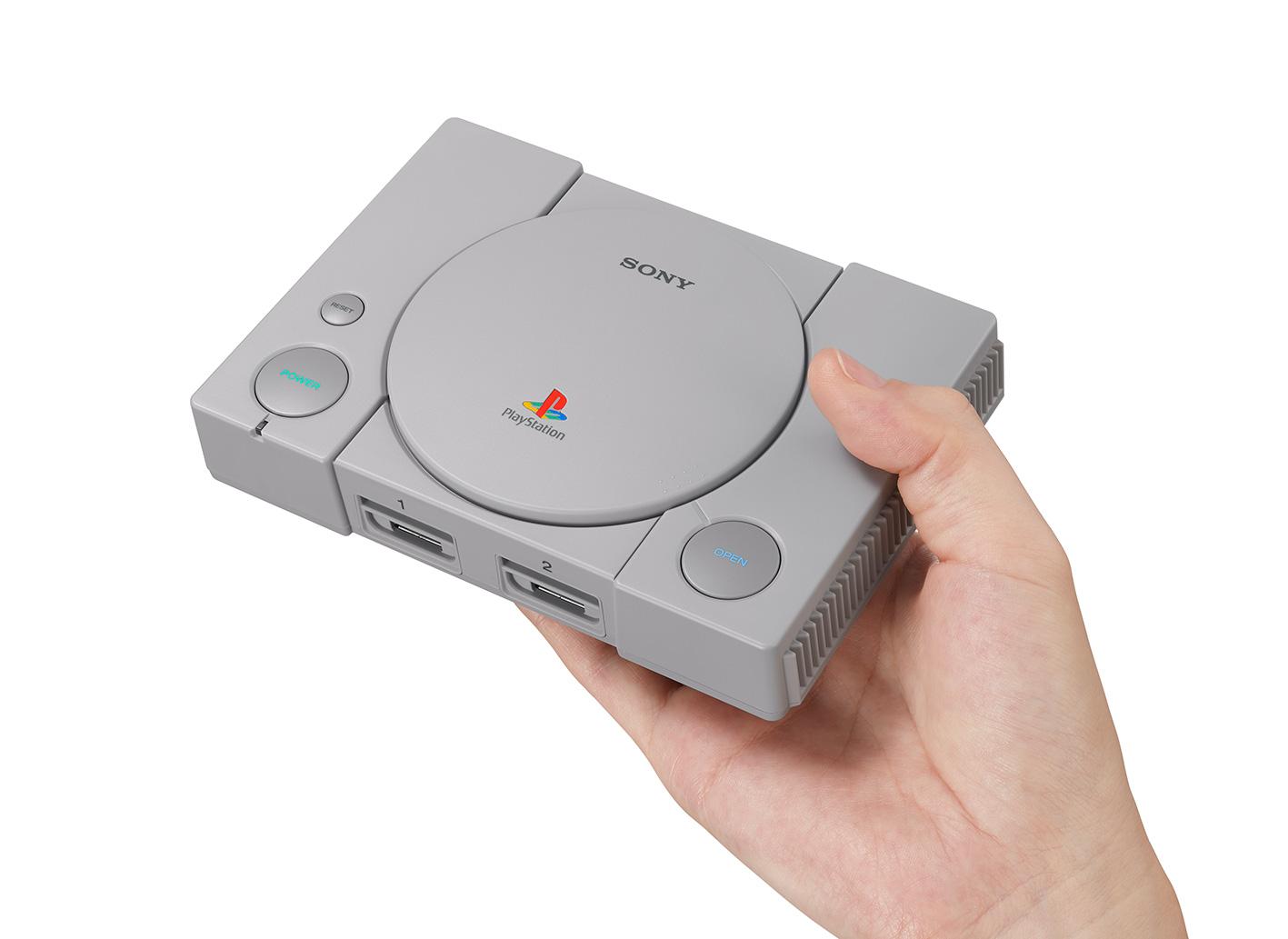 """Sony will den Markt der Mini-Konsolen nicht seinem Nebenbuhler Nintendo überlassen: Mit der """"PlayStation Classic"""" tut man es dem """"Mario""""-Hersteller gleich und bringt eine miniaturisierte Version der ersten PlayStation-Konsole von 1995."""