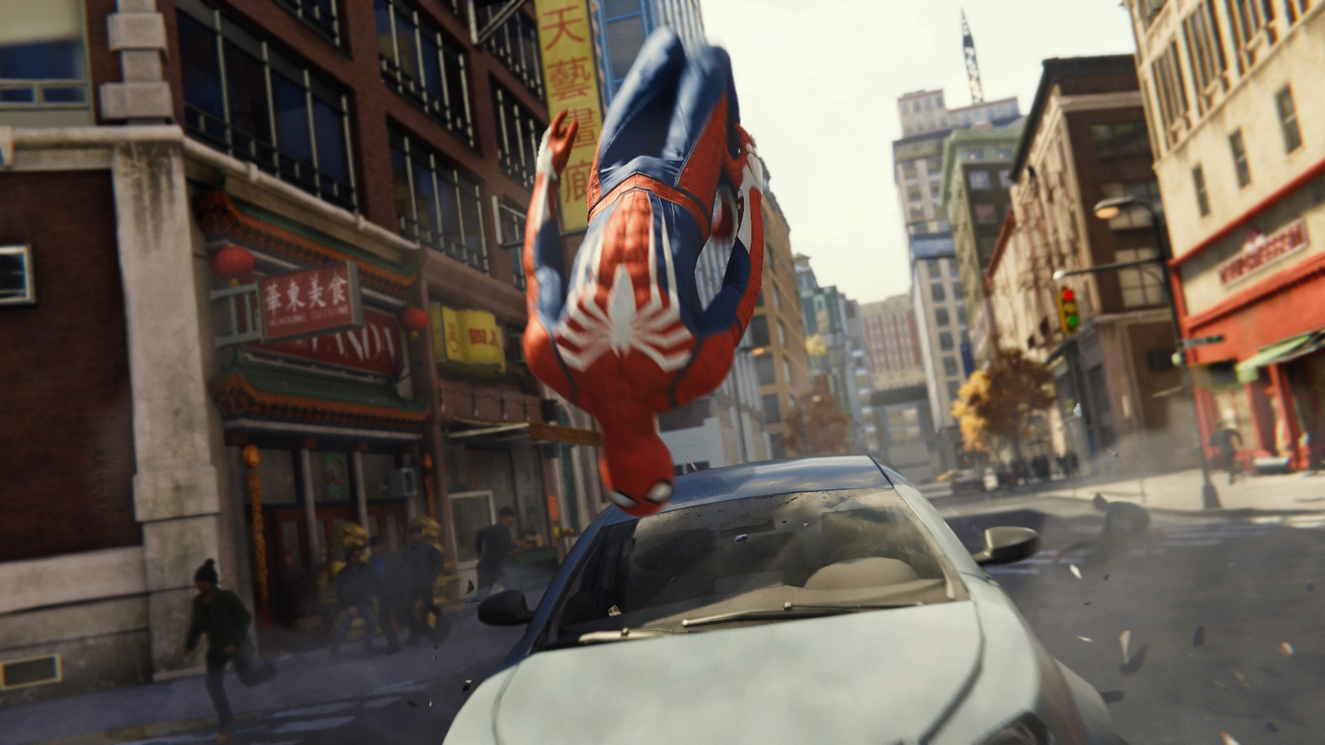 Vollbremsung nach Spinnen-Art: Spider-Man am Ende einer erfolgreichen Auto-Verfolungsjagd