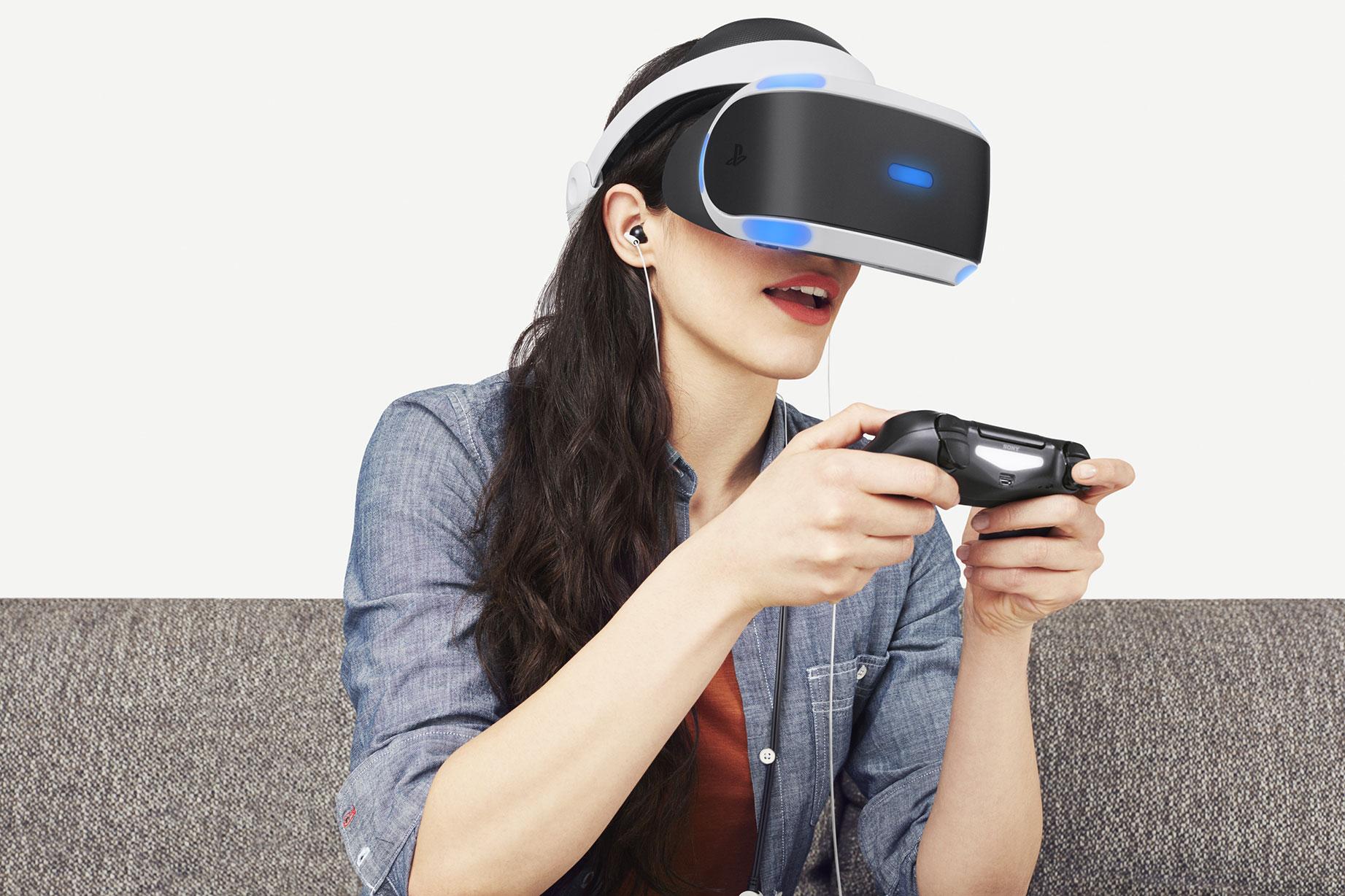 """Nicht jeder macht beim Spiel mit PlayStation VR so eine gute und vor allem gesunde Figur: Manche Gamer leiden schon nach kurzer Spielzeit an Schwindelgefühlen und Übelkeit - der """"VR-Krankheit""""."""