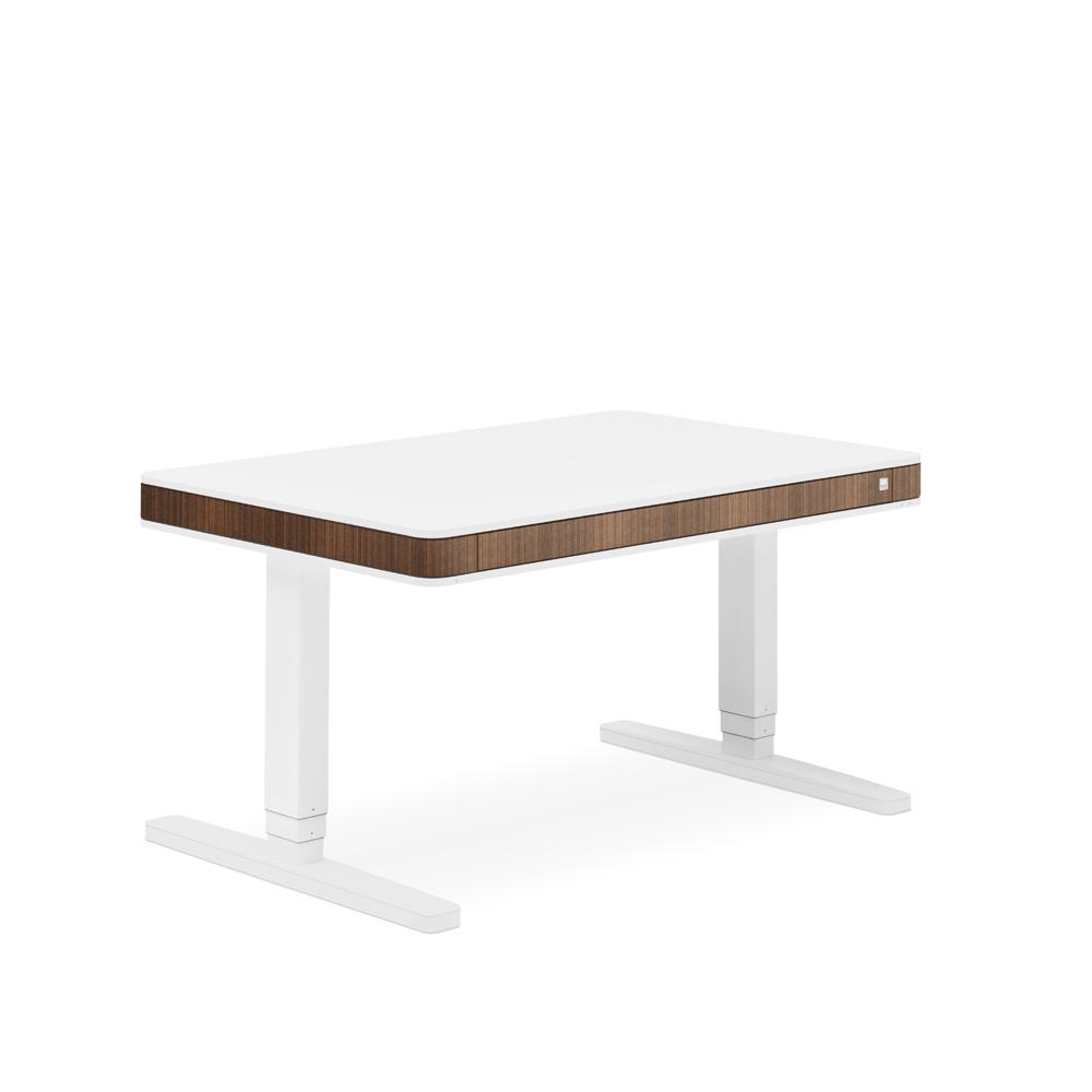 Ein schwarzer Schreibtischuafsatz zum Montieren an einen herkömmlichen Schreibtisch. Vor einem weißen Hintergrund